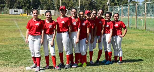 REDCOATS LOSE TO MUSTANGS
